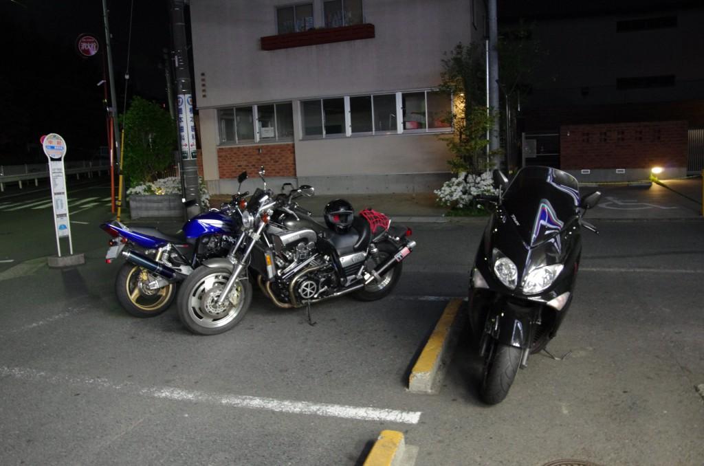 とあるコンビニに集まるバイク乗り! リッターバイクは、オーラが違うッ!!