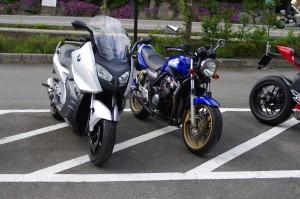 BMW C600 SportsとCB400SFⅢ