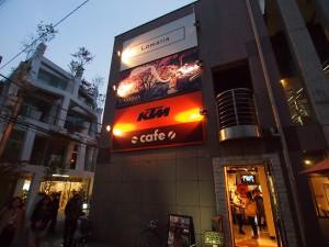 東京メトロ千代田線の明治神宮前から徒歩数分で到着!