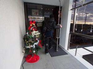 メリー・クリスマス!さぁ、いざ店内へ!