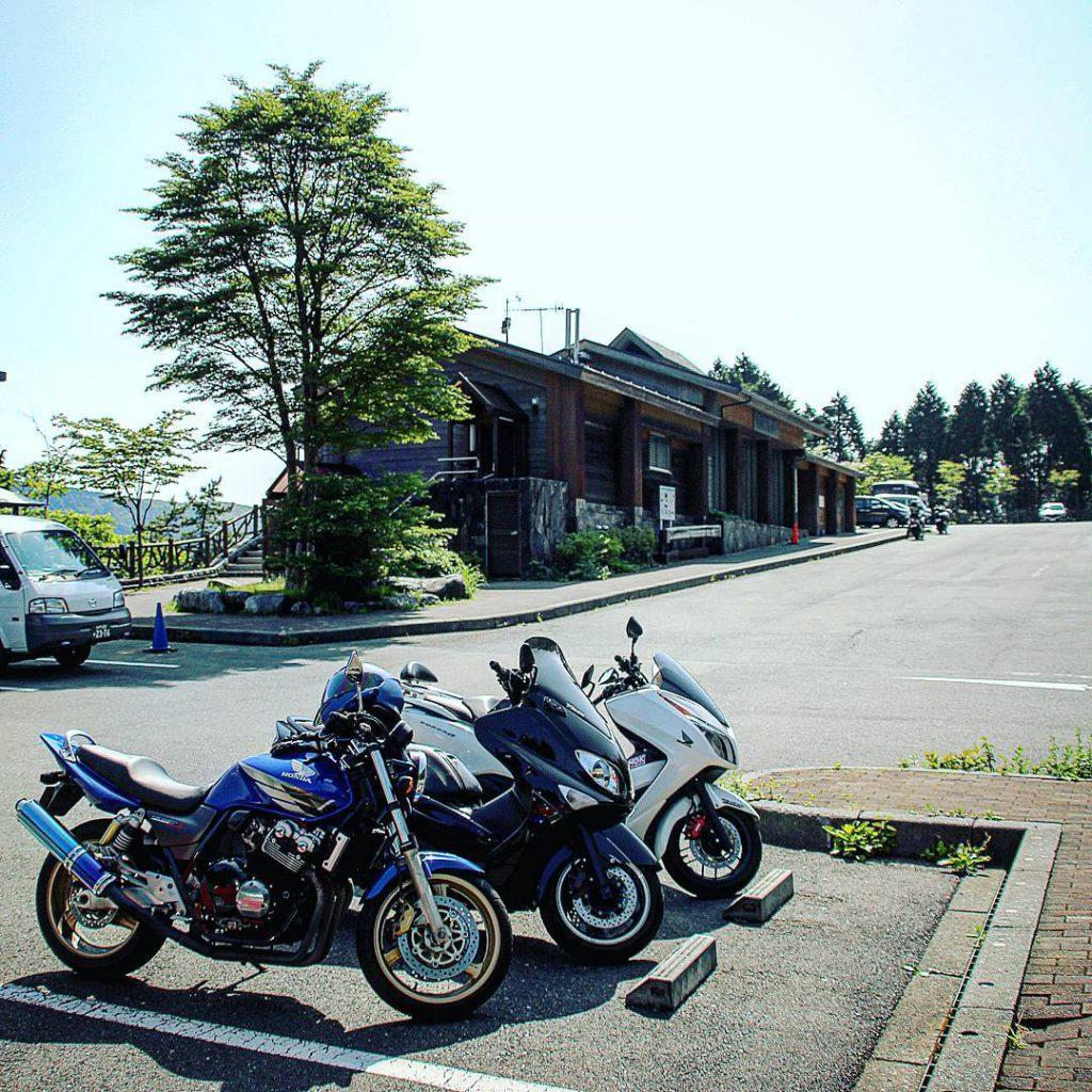 神奈川県随一の道の駅!芦ノ湖を囲む山々を一望できるテラスもありますよ♪