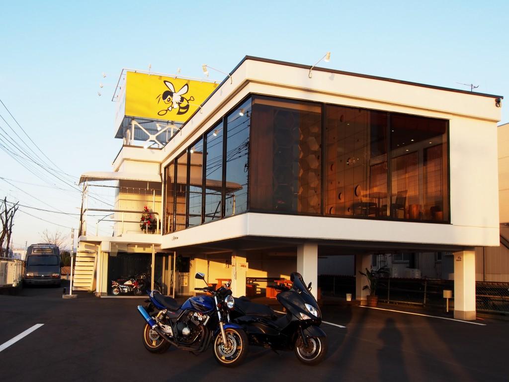 バイク乗り期待のカフェ!カフェ以外にも魅力が満載です! しかもばいくっくのオフィシャルパートナー!